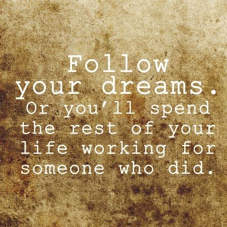 Вдохновенный мотивации цитатой на фоне старых гранж Фото со стока