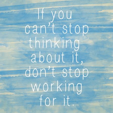 Inspirerend motiverende citaat op oud papier aquarel achtergrond Stockfoto