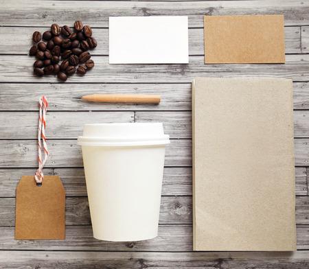 filiżanka kawy: Tożsamość marki makieta zestaw do kawy