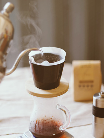 papel filtro: Hand drip coffee, pouring water on coffee ground with filter drip style
