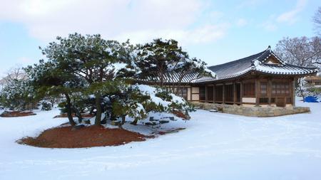 Winter landscape of Onyang Oeam-ri Folk Village in Onyang 版權商用圖片