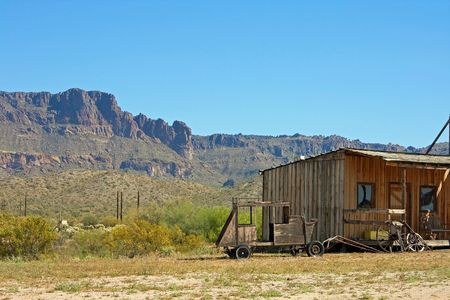 Old country cabin in Arizona rocky desert outside Mesa Stock Photo - 6221668