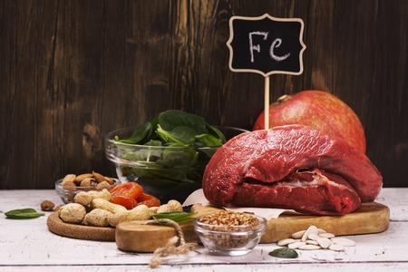 鉄が豊富で健康的な製品。フェルムの自然な源は。選択と集中 写真素材