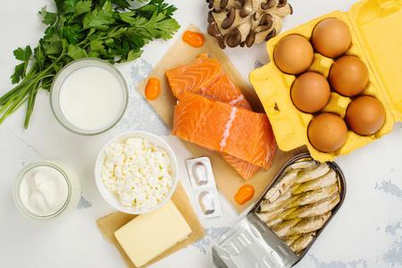 Natuurlijke bronnen van vitamine D en calcium. Bovenaanzicht. Ruimte voor tekst Stockfoto - 77407394