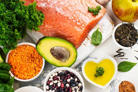 低コレステロール食品。健康な心臓の栄養。テキストのためのスペース