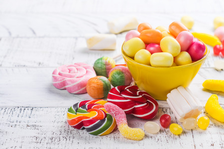 Candies, lollipops and jelly worms on table Banque d'images