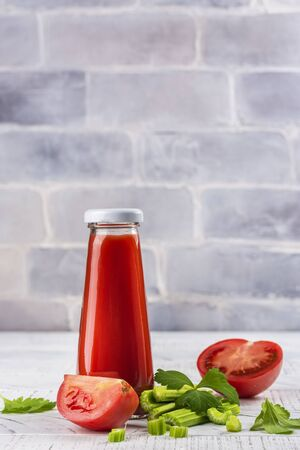 Fresh oranic tomato and celery juice Standard-Bild
