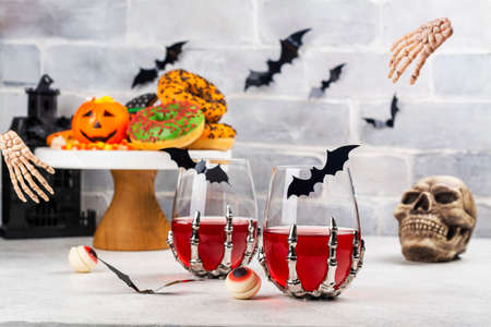 Halloween trick or treat party table Stockfoto