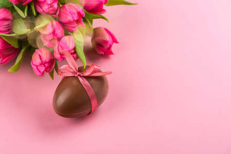 Easter background with flowers, eggs 免版税图像 - 163373345