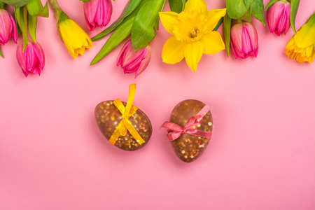 Easter background with flowers, eggs 免版税图像 - 163373354