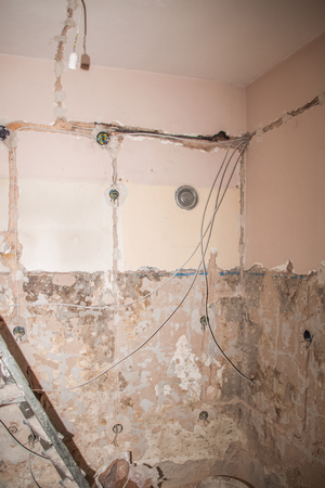 Flat renovation, strings of interior installations, electrician conducted by wire to a specific socket