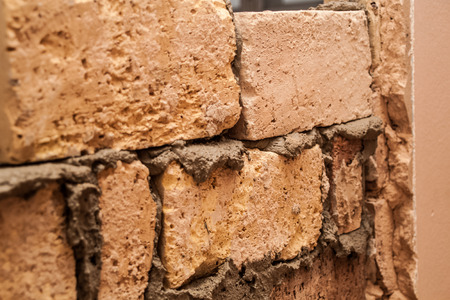 Flat renovation, master agrees brick on brick, says partition wall, mortar on bricks