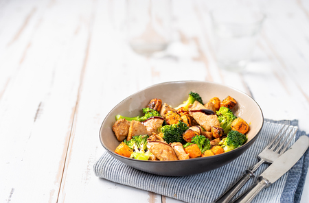 Healthy salad with chicken breast and broccoli Zdjęcie Seryjne