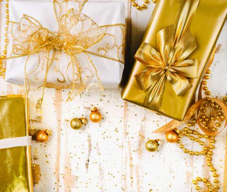 Topv view of golden Christmas giftboxes on white background Stockfoto