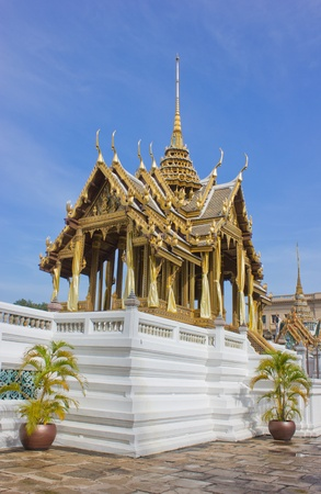 revere: The Golden Thai Buddhism Architecture