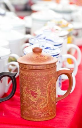 chinese tea pot: Muchos olla de t� chino en el mercado.