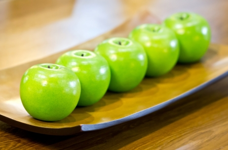 decotated: Plastic green apples on plate