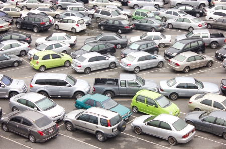 BANGKOK - APRIL 3, 2013: Many people parked their cars at BTSs parking lot before transit into town. 新聞圖片