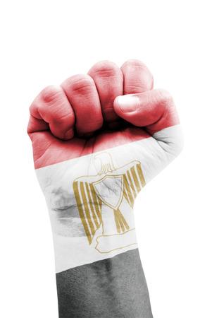 bandera de egipto: Bandera de Egipto puño pintado aislado en blanco