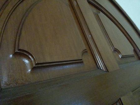 caoba: Adornado puerta de caoba tallada Foto de archivo