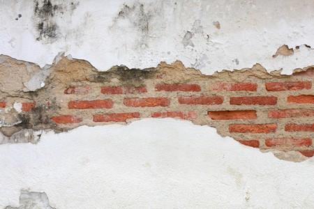crack on brick wall photo