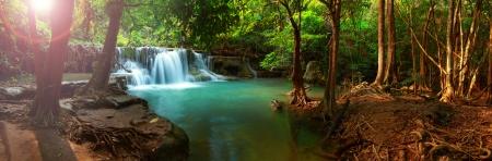 Huay Mae Kamin Wasserfall in Kanchanaburi, Thailand, Panorama Standard-Bild - 21011103
