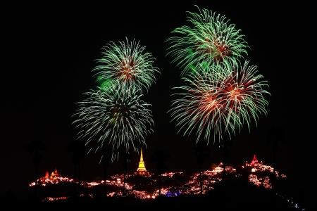 wang: Festival Khao Wang con fuegos artificiales en Khao Wang Monta�a Palacio en Phetchaburi, Tailandia
