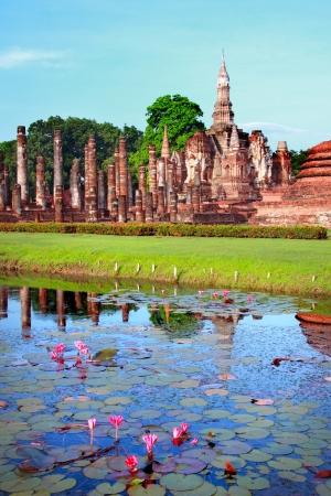 hunker: Mahathat temple, Sukhothai Historical Park, Sukhothai, Thailand