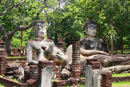 hunker: Phra Sam Pee Nong, Phra Kaeo temple, Kamphaengphet Historical Park, Kamphaengphet Stock Photo