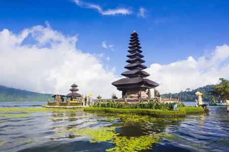 호수 Beratan, 발리, 인도네시아에 푸 Ulun Danu 사원 스톡 콘텐츠