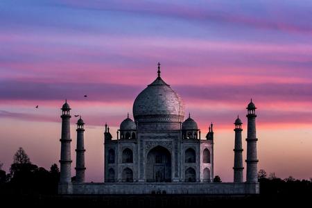 Taj Mahal, en Inde, Agra, 7 merveilles du monde spectaculaire coucher de soleil de la lumière
