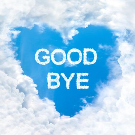 the farewell: adi�s naturaleza palabra en el cielo azul en el interior de la nube forma del coraz�n del amor
