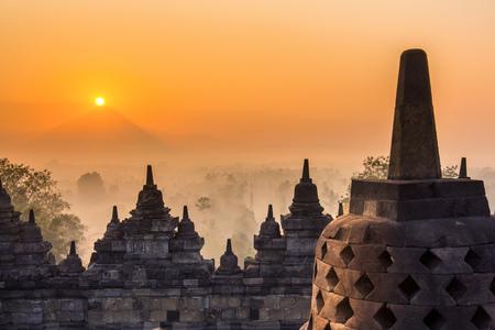 ミステリー時間、ジョグ ジャカルタ、インドネシア ・ ジャワ島のボロブドゥール寺院。 写真素材