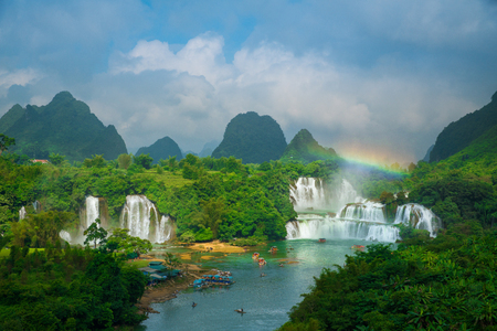 Bangioc - Detian waterfall is locate at border of China and Vietnam, It's famous water fall of both country. There are boat service tourist for see nearby the waterfall.