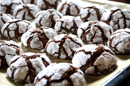 Crackle baked chocolate cookies in the pan, sprinkled with sugar
