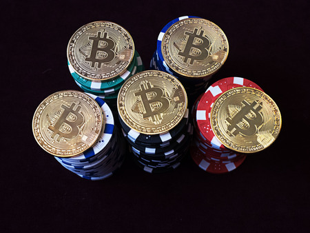 Bitcoin coins on poker chips. New virtual and real currency. The concept of replacement bitcoin in all forms of payment. Zdjęcie Seryjne