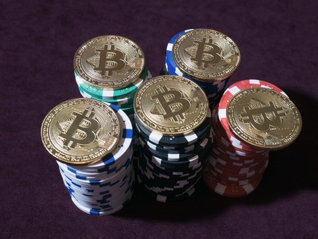 Bitcoin coins on poker chips. New virtual and real currency. The concept of replacement bitcoin in all forms of payment. Stockfoto