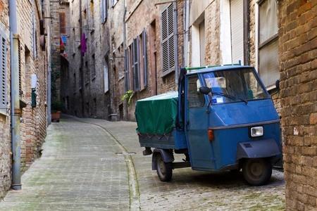 two stroke: Tres Wheeler en Italia