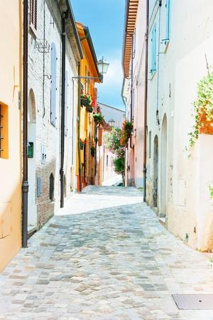 Pittoreske steegje in het dorp Santarcangelo, Italië
