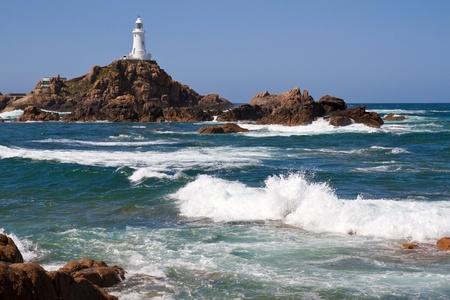 mare mosso: Le Corbiere Lighthouse, Jersey, Regno Unito