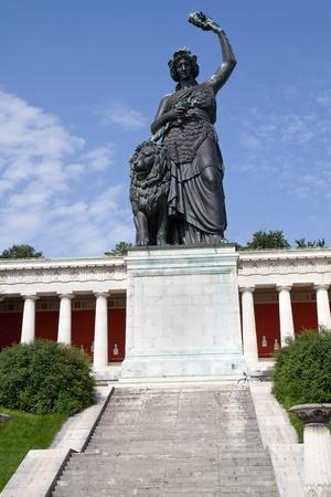 bayern: Bavaria Statue vor der Ruhmeshalle in München, Bayern Stock Photo