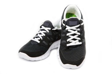 Zwart-witte sport schoenen op een witte achtergrond Stockfoto