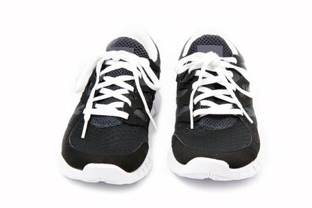 Schwarze und weiße Sportschuhe auf weißem Hintergrund Standard-Bild - 12193681
