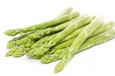 Verse groene asperges op wit Stockfoto - 13129154