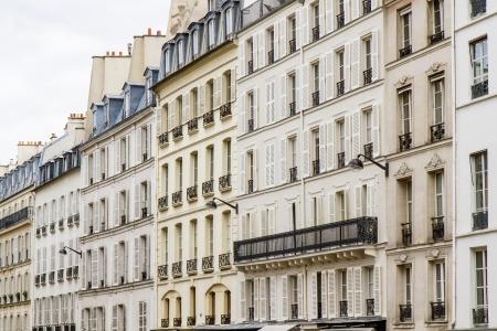 Typische Pariser Architektur, die Innenstadt von Paris, Frankreich Standard-Bild - 14076059