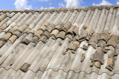 Asbest dak in Griekenland Stockfoto