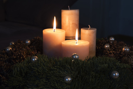 the advent wreath: Corona de Adviento con dos velas encendidas