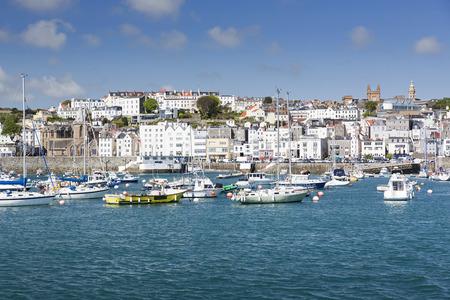 Stad van Saint Peter Port op Guernsey, Verenigd Koninkrijk