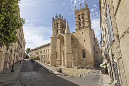 Montpellier Kathedrale, Südfrankreich Standard-Bild - 80420997