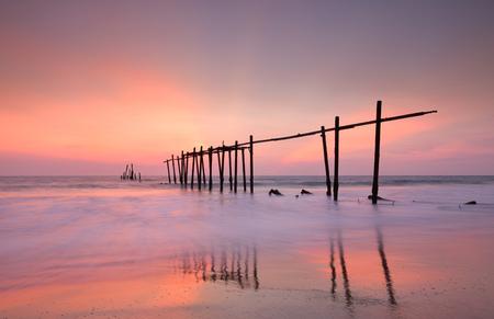 Wood bridge with seascape at twilight and pink sky Reklamní fotografie